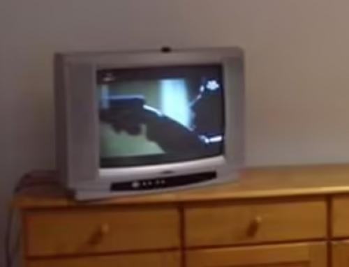 Que mal rollo me da ver en una foto de una vivienda,. esa TV y mueble viejo
